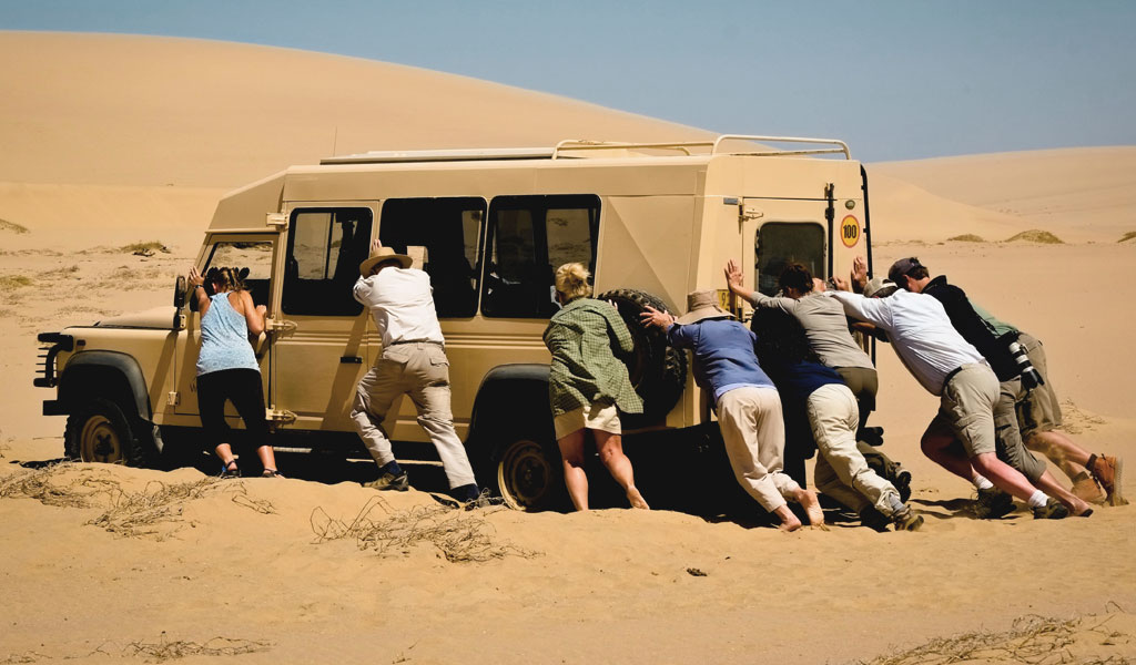 stuck-in-the-sand-desert-dubai
