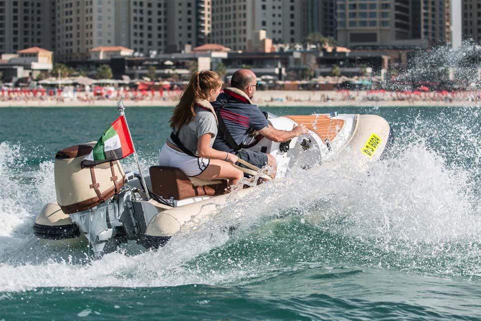 Boat Tour Dubai - drive a boat