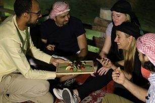 A Cozinha dos Emirados e Safari no Deserto de Dubai - Experimente a cozinha dos Emirados em Dubai